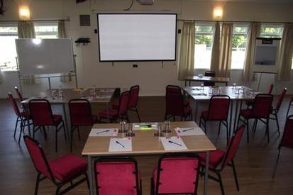 Perfect for presentations and meetings, with a large projection screen and refreshments available.