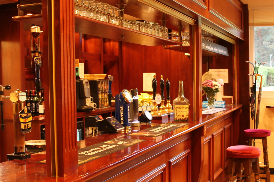 Access to our well-appointed clubhouse, including the members' bar with a comfortable lounge, large TV and free Wifi.